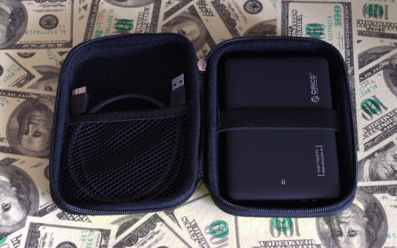 Мобильный HDD, заботливо уложенный в фирменный кейс Orico