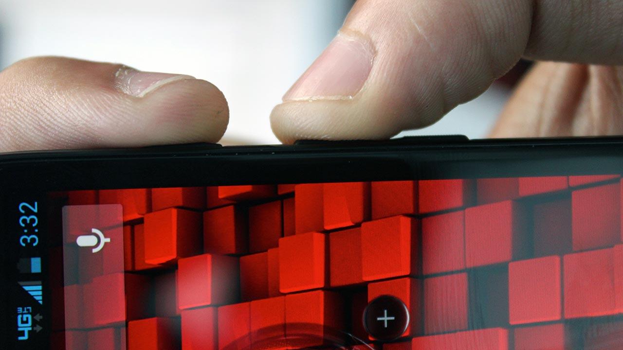 Реальных, а не виртуальных, кнопок на современных смартфонах становится всё меньше и меньше