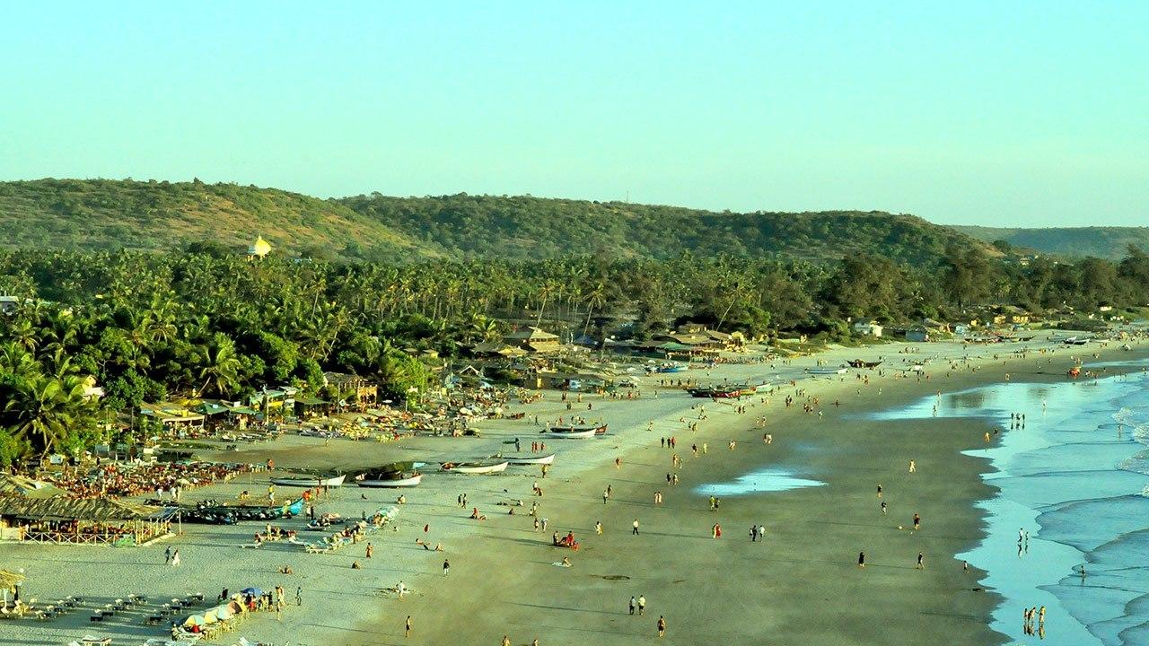 Вид на пляж Арамболя с холма